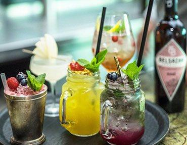 Cocktails und andere Getränke